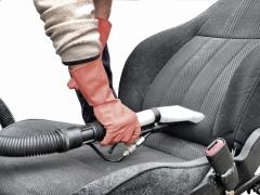 Nettoyer les tissus d'une voiture